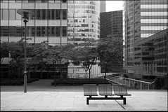 Herbert/Bench/Def (Jean Lemoine) Tags: city urban bw paris france building tree tower fall public architecture automne bench europe raw ledefrance tour exterior sigma nb bn lampost acr 1020mm herbert arbre ville banc immeuble lampadaire ladfense 450d