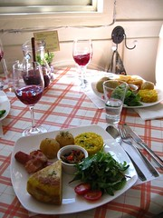 brunch (Little Raven) Tags: restaurant spanish seoul brunch southkorea itaewon 한국 mimadre noksapyeong