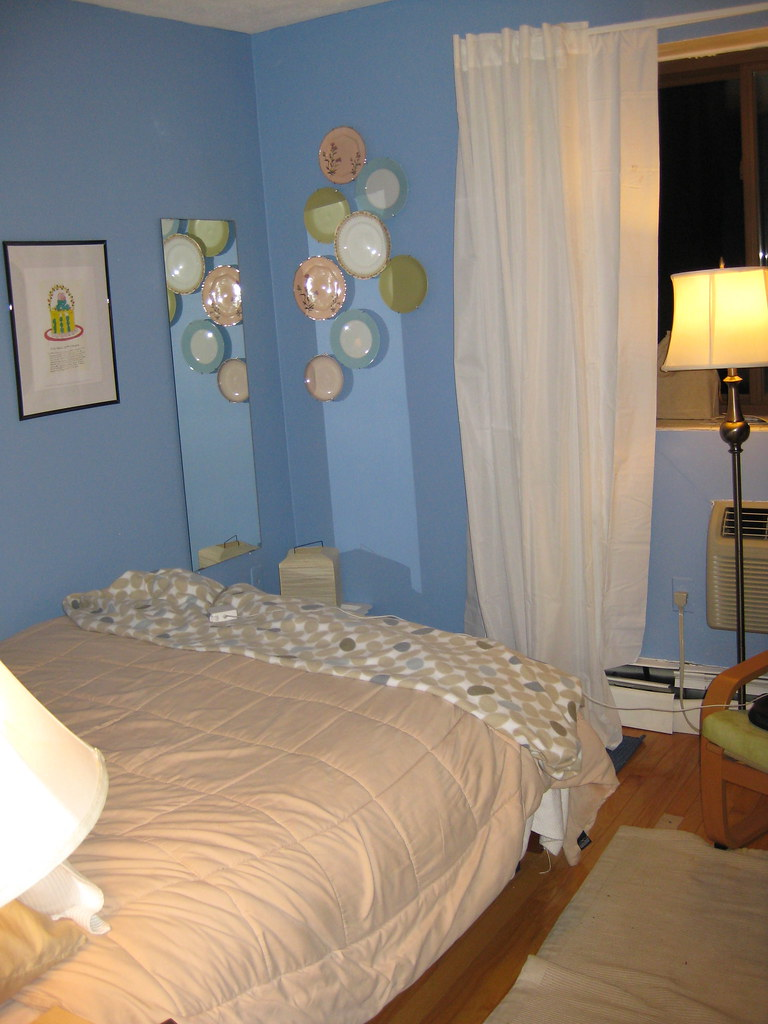 Small room 1- from door see left corner