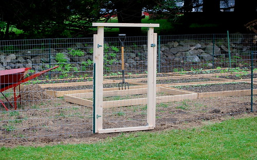 Building A Simple Vegetable Garden Gate Free Simple Wood Furniture