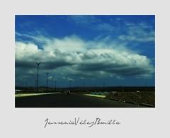 023_ALGODN MANABITA (JESSENIA VLEZ BONILLAPHOTOGRAPHY) Tags: ecuador camino carretera cielo nubes carro manta automvil luminarias bonilla pasin sudamrica manab jessenia nebulosas vlez jesseniavlezbonilla nubesinas