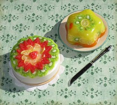 Tarta y gelatina de frutas