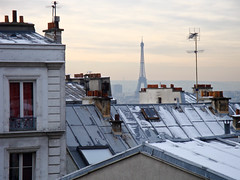 On the top of Paris (photo-maker) Tags: city schnee roof winter snow paris france tower window clouds frankreich cloudy top fenster wolken montmartre toureiffel eiffelturm dach 2009 schornstein eifelturm kamin pictureperfect trum aplusphoto monsmercore