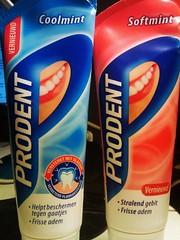Tandpasta tegen een stralend gebit.