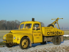 Citron 23 RU dpanneuse (CitroenAZU) Tags: auto snow france car saint yellow truck toys frost sneeuw citroen 1954 voiture lorry camion coche u 23 ru collin geel tow towtruck towing vrachtwagen dinky marknesse mihiel berging vrachtauto takelwagen depanneuse bergingswagen