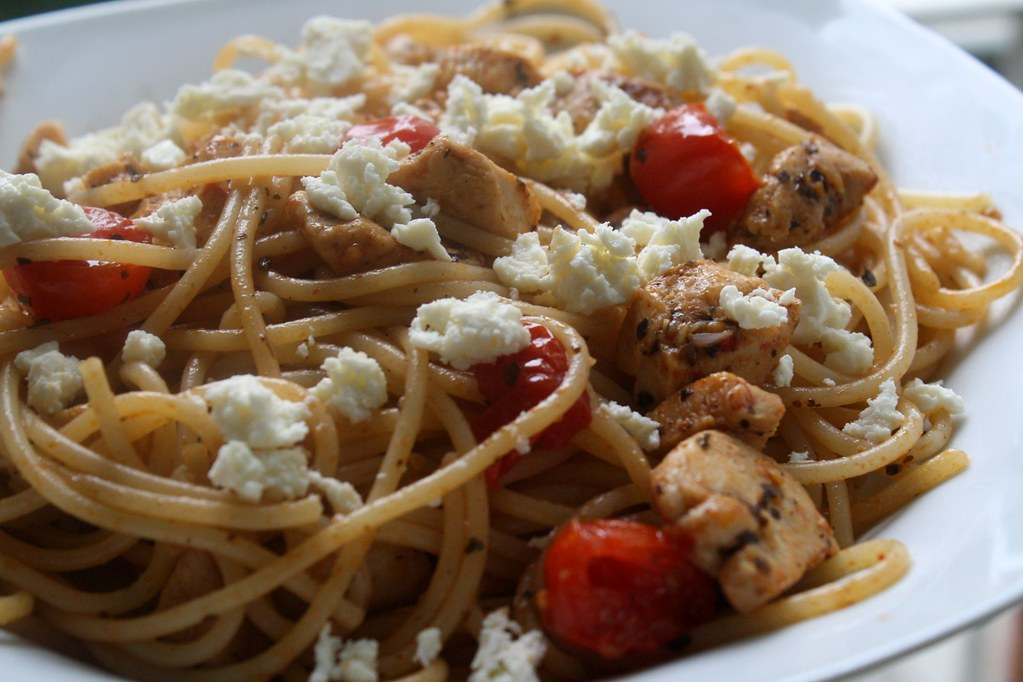 spaghetti with chicken, feta and cherry tomatos