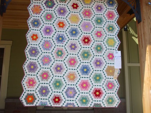 Hexagon Quilt - Sisters