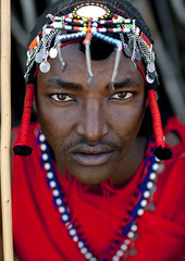Maasai warrior with pigtails - Kenya (Eric Lafforgue) Tags: africa portrait people face kenya culture tribal human tribes afrika tradition tribe ethnic kenia tribo gens visage headdress afrique headwear ethnology headgear tribu eastafrica 8174 coiffe qunia lafforgue ethnie  qunia    kea   ethhnic  humainpersonne a
