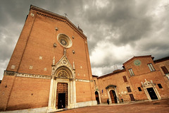 Siena - Basilica di San Francesco (manlio_k) Tags: sky clouds canon square basilica bricks wide siena 1020mm hdr manlio sanfrancesco simga tonemapped tonemap 400d basilicasanfrancesco manliocastagna manliok