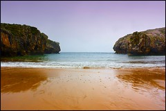Cuevas del Mar - Caves of the sea (Pilar Azaa) Tags: sea espaa seascape beach mar spain asturias playa paisaje nueva soe llanes cuevasdelmar flickraward citrit goldstaraward 100commentgroup pilarazaa