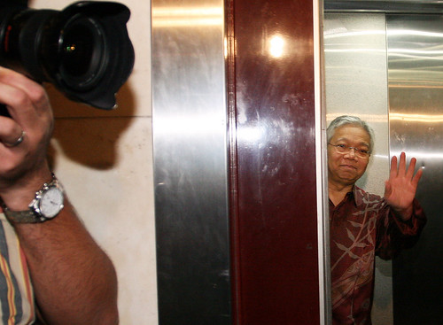 Kuala Lumpur 28/10/2009 -- Pas vice President, Datuk dr. Hassan Ali gestures to the press before his leaving by the lift to attend the PAS Special meeting at the PAS HQ.  Pic by Osman Adnan