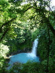 The bluest waterfall (Hans & Liek) Tags: waterfall nationalpark costarica jungle vulcan tenorio vulkaan waterval cloudforrest cateract volcantenorio nevelwoud rioceleste