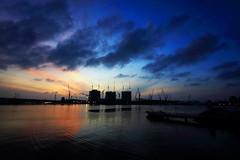 Sunrise at Marina Bay (anthony@sg) Tags: sea sky reflection sunrise canon singapore marinabay otw 40d platinumphoto photofaceoffplatinum pfogold pfosilver pfoplatinum