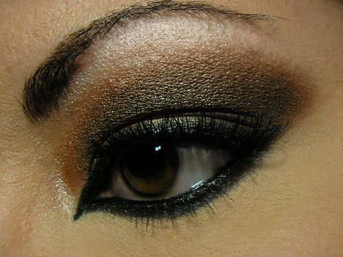 Bronzed Arabic Smoky Eye Closeup