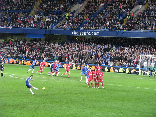 Lampard shoots and goooaaal!!!