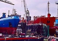 Rotterdam haven scheepsbouw- en reparatiewerf (petervandelavoir) Tags: docks rotterdam harbour portofrotterdam shipbuildingyard rotterdamharbour droogdok estremit shiprepairyard scheepsbouwwerf scheepsreparatiewef scheepsbouwkranen shiprepairdock flickrlovers1yearsold