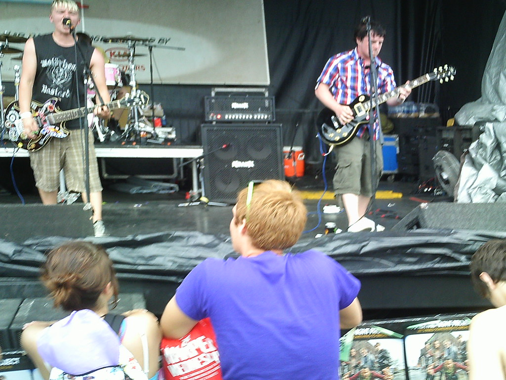 Middle Finger Salute-Warped Tour 2009 Camden NJ