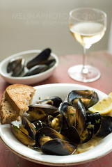 wine shallot mussels (mwhammer) Tags: food color texture juicy warm soft display rustic fresh earthy fragrant mussels simple broth plump meaty bythewindow melinahammer foodandpropstyling