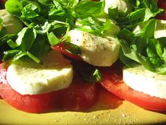 insalata caprese (kepje) Tags: tomato mozarella basil caprese pomidor oliwa bazylia hkwkhh capryjska