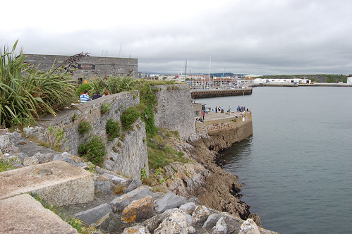 Photo of the rocky surrounds of the Hoe