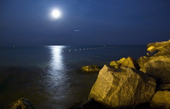 Under the Moonlight (-Randy-) Tags: barcelona longexposure blue light sea beach water reflections airplane nikon rocks nightshot o f u moonlight 18200mmvr nikond40