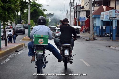 Motorista  ayudando a otro