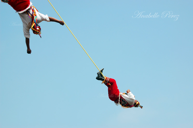 Voladores de Papantla@ Pirámides de Teotihuacán