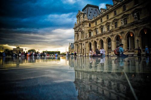 Paris : Dramatic Louvre reflections