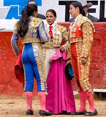 Las novilleras Lupita Lopez Elizabeth Moreno y Vanesa Montoya
