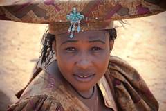 2009-08-26 Damaraland 098 (blogmulo) Tags: africa travel portrait people woman mujer village gente retrato pueblo culture viajes tribe namibia 2009 cultura himba tribu damaraland blogmulo