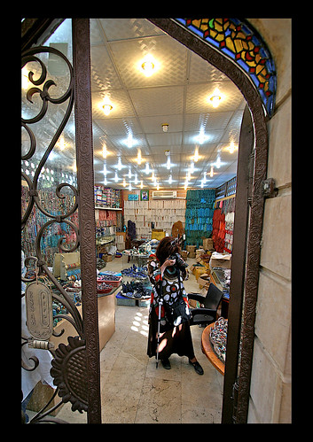 2009-09-23 Me photographing beads at a bead shop in Cairo
