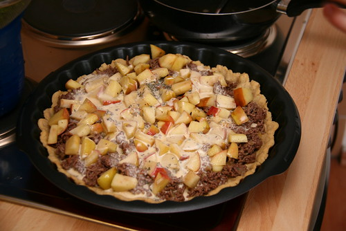 Quiche with Meat and Apples