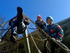 feet (mknt367 (Panda)) Tags: boy feet girl playground kids climbing 1402 schlattstall albverein