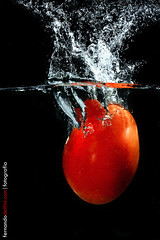 Molho de Tomate.... (Fernando Delfini) Tags: light black water gua speed tomato studio photography drops high still foto shot graphic sopaulo flash artificial drop sampa sp commercial fernando splash fotografia 2009 tomate bg strobe grafism delfini molho strobist cactustrigger fernandodelfinicom