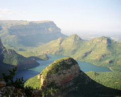 Blyde River Canyon, Mpumalanga, South Africa (Simon Purdy) Tags: africa 2002 lake beauty river southafrica canyon gorge rugged mpumalanga lowveld blyderivercanyon motlatse