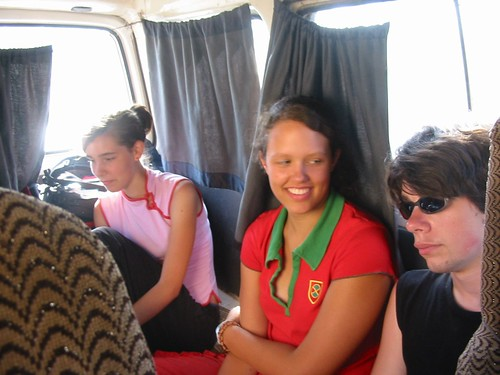 Lustig op een van de vele bussen