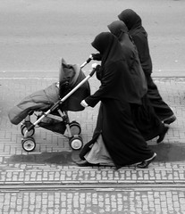 (bogers) Tags: street city urban bw netherlands nederland citylife denhaag haaglanden bas thehague bogers stad straat zw zuidholland lahaye sgravenhage hofstad basbogers straatfotografiecom 18022009
