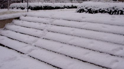 eingeschneite Treppe