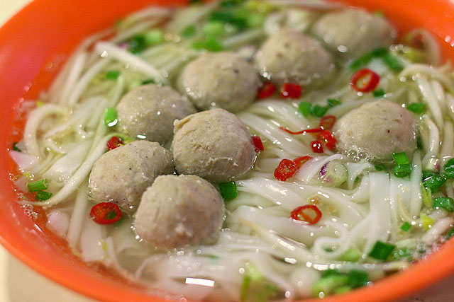 Meat ball kway teow soup