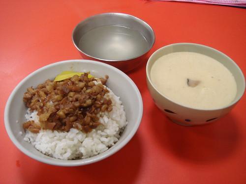 正斗六炊仔飯 - 滷肉飯和蒸蛋.jpg