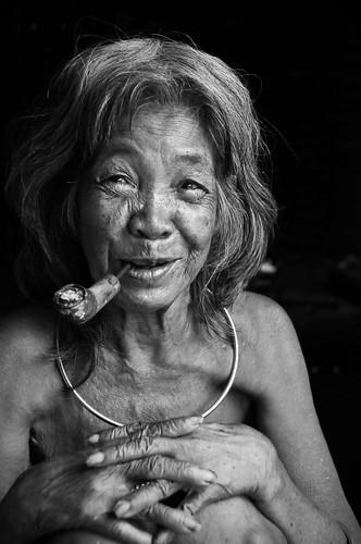 Old vietnamese woman by Tormod Sandtorv.