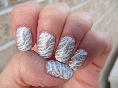 m69 Konad - Silver Holo & White by glitterM.