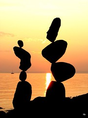 Sunset Balance - Sept 27 (Heiko Brinkmann) Tags: sunset sonnenuntergang balance bodensee rockbalancing rockbalance langenargen stonebalancing gleichgewicht the4elements stonebalance hickoree steinbalancen malerecke steineimgleichgewicht