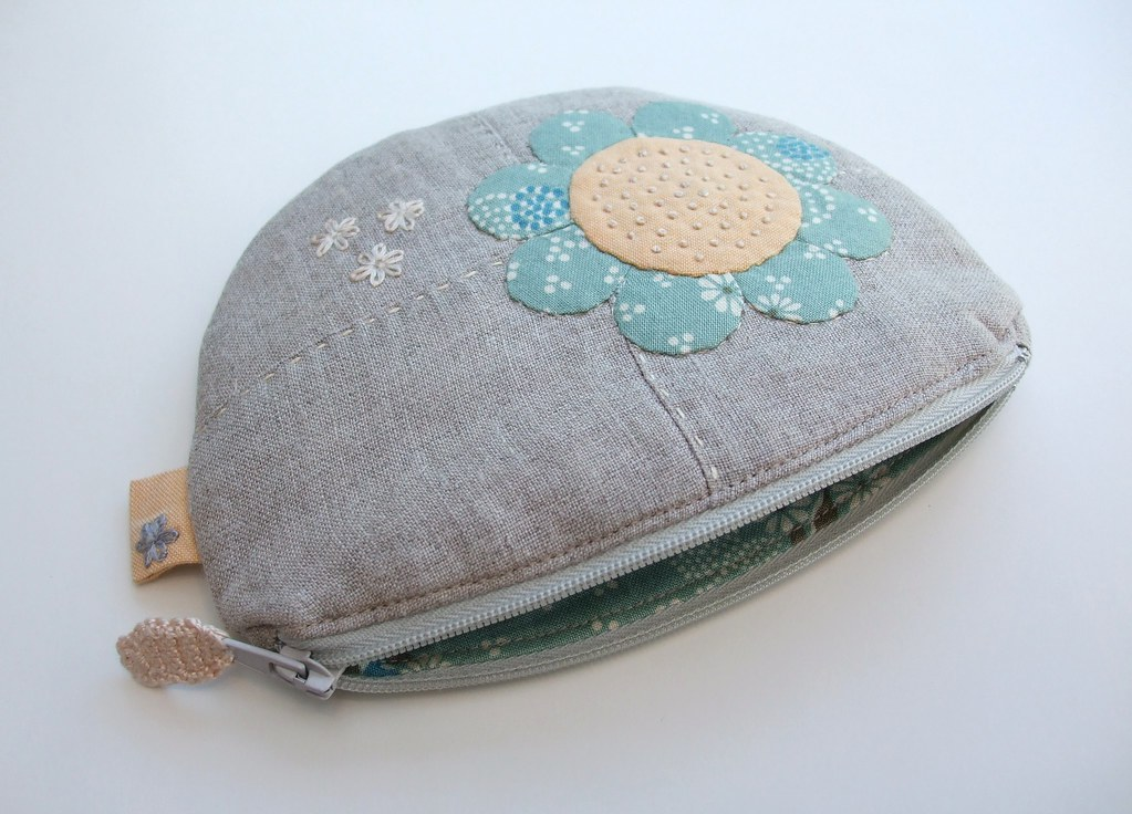 Applique coin purse from the top