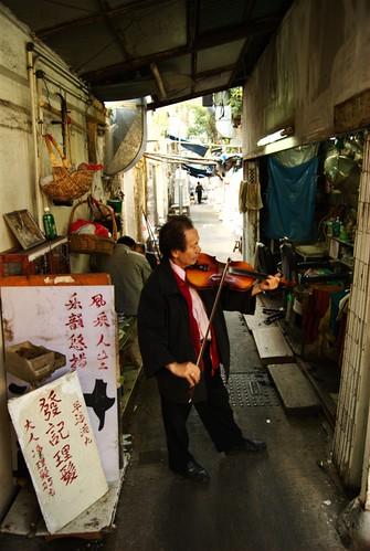 拉小提琴的剪髮師傅