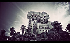 The Hollywood Tower Hotel (isayx3) Tags: tower hotel nikon hollywood terror 24mm zone d3 twighlight hollywoodtowerofterror 24mmf28af disneyphotochallengewinner