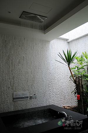浴池,從天而降的水