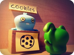 Babo's Cookie Store (willycoolpics.) Tags: toy store doll cookie desk action box postit ox ugly figure uglydoll figures picnik babo thefunhouse