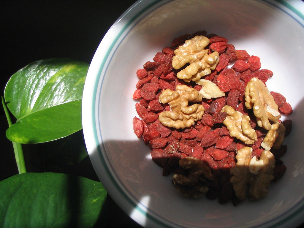 Goji berry and walnut snack