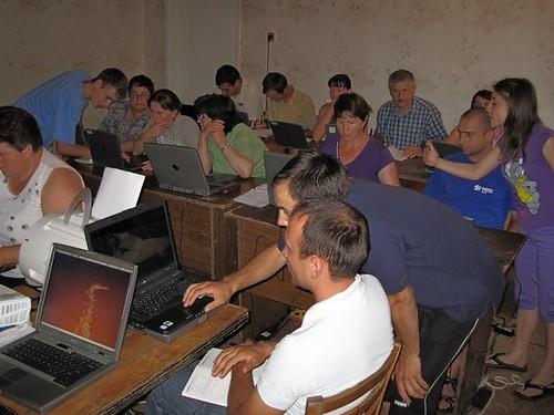 Grupul de profesori studiază programul Word la tabăra EFNL 2009